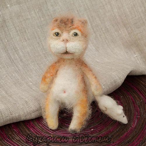 Валяный кот с мышкой